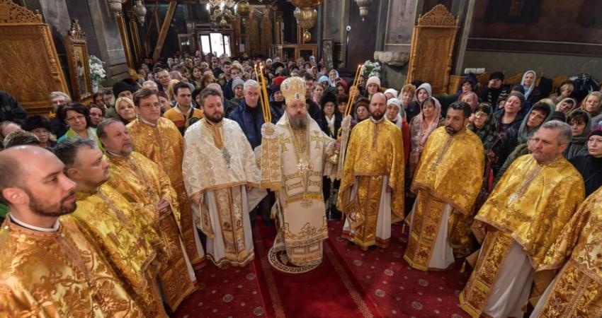 Sute de credincioşi s-au rugat Sfantului Antonie cel Mare